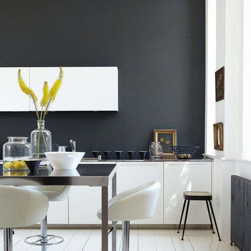 Lamp black 228 peinture little greene for Que color de pared para una cocina gris